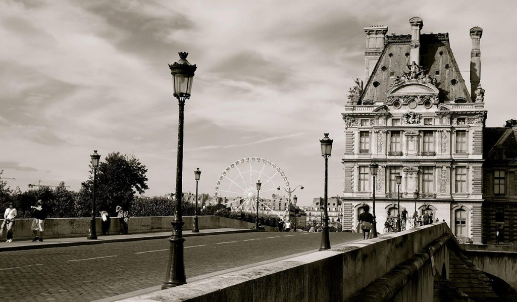 Black-and-white-photo-of-Paris